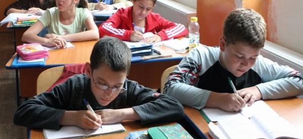 Peste 200 de elevi din Bistrița-Năsăud s-au ales cu alocațiile suspendate