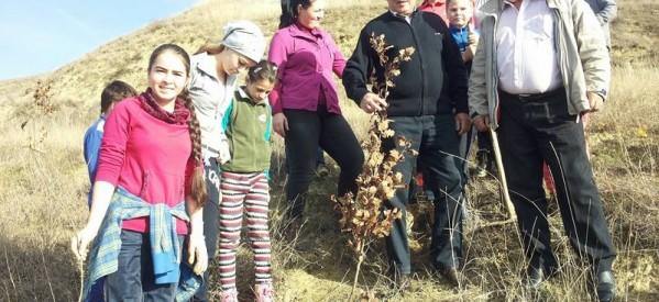 Prefectul Ioan Ţintean, alături de cetăţenii din Sânmihaiu de Câmpie  la acţiunile dedicate săptămânii mediului