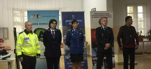 Jandarmii bistrițeni, în mijlocul liceenilor